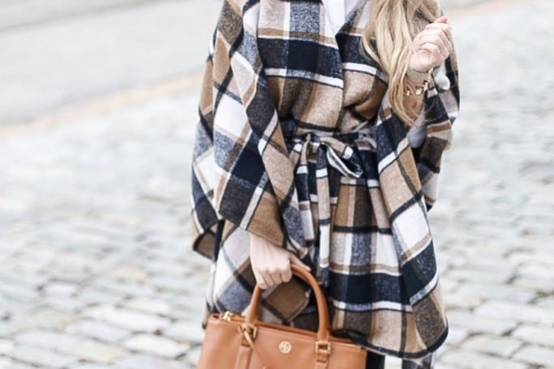 Winter-Fashion-Afternoon-Espresso-Blogger-Poncho-Plaid-Tory Burch Bag (7 of 7)