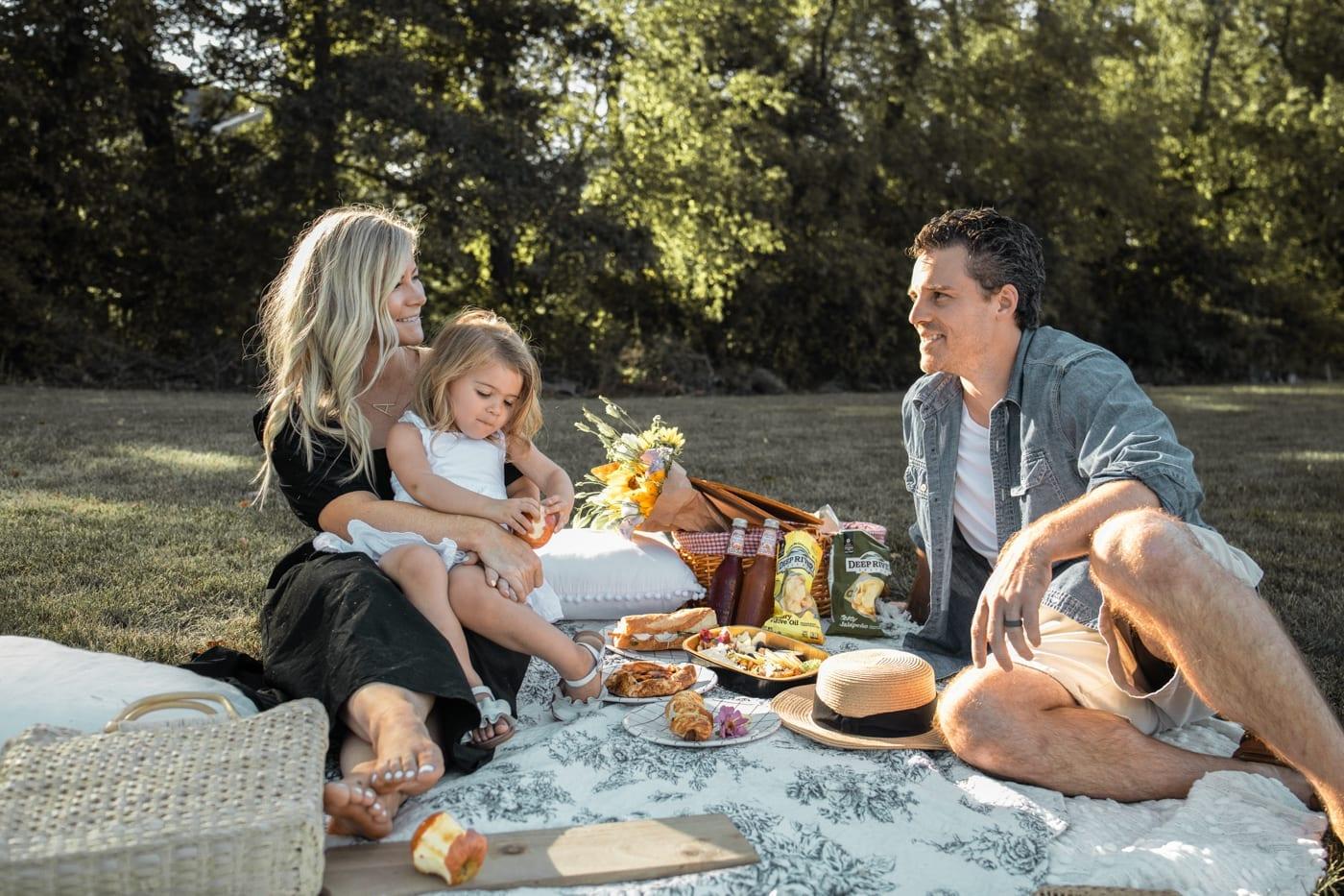 Dining Al Fresco - Mediterra Cafe- Pittsburgh- Ashley Pletcher- Family Picnic-