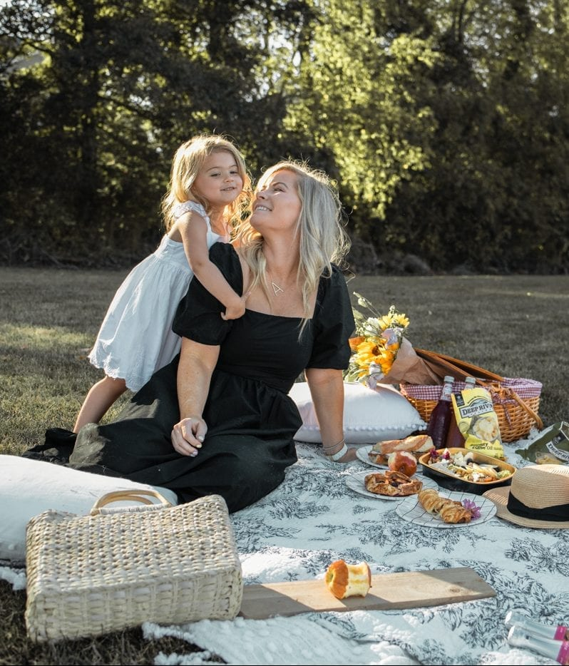Dining Al Fresco - Mediterra Cafe- Pittsburgh- Ashley Pletcher- Family Picnic- Mother Daughter Picnic