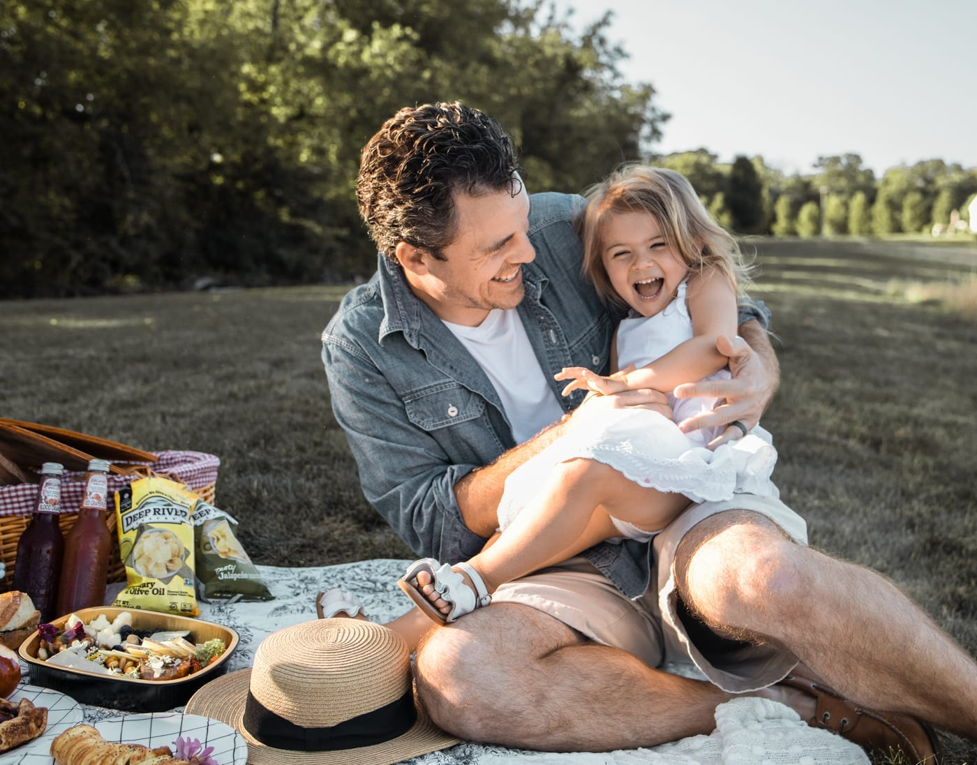 Dining Al Fresco - Mediterra Cafe- Pittsburgh- Ashley Pletcher- Family Picnic- Father and Daughter