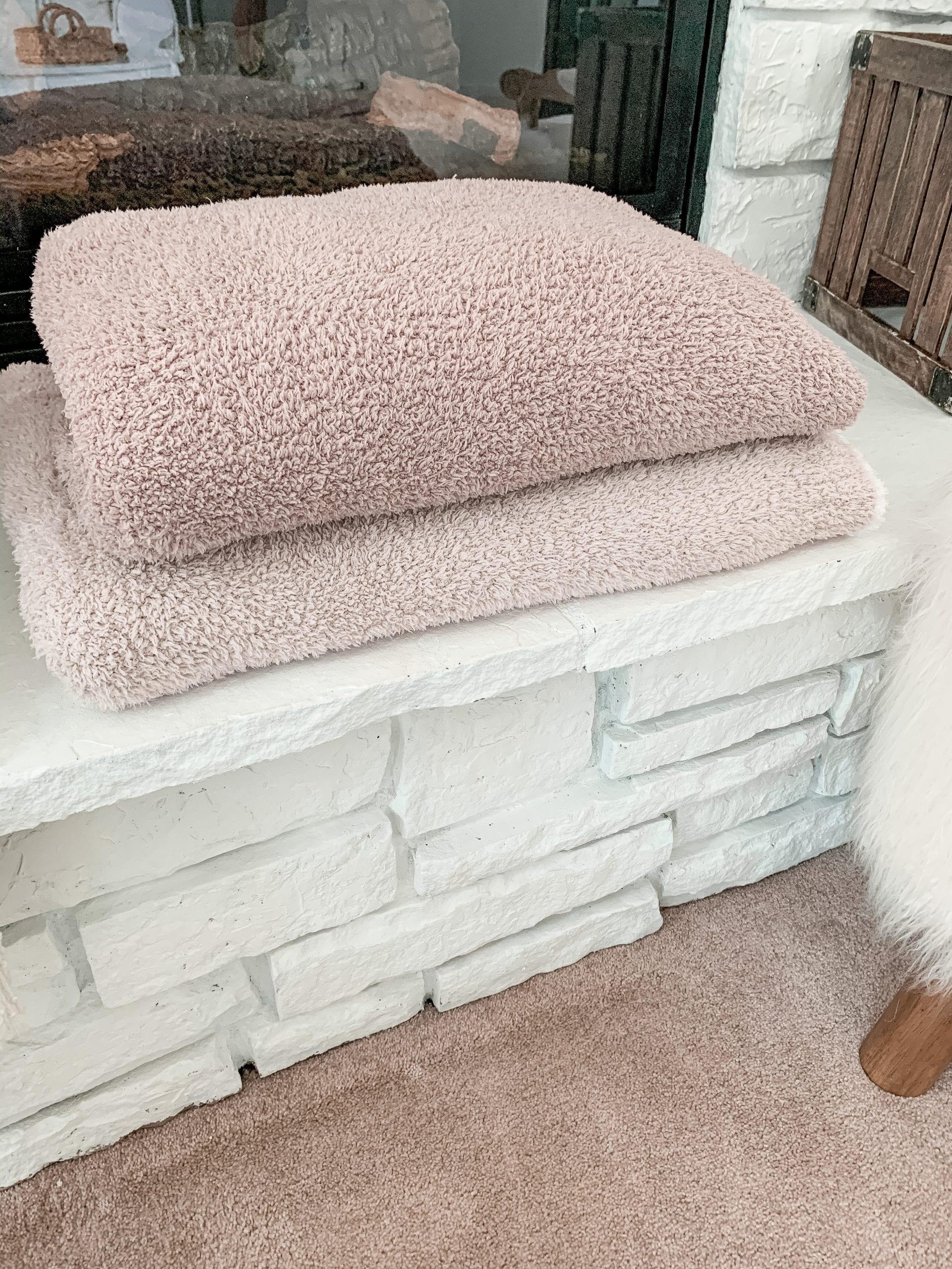 Anniversary Sale- Closet Staple Items- Fall Sale- Ashley Pletcher- Barefoot Dreams Cozy Chic Throw Blanket